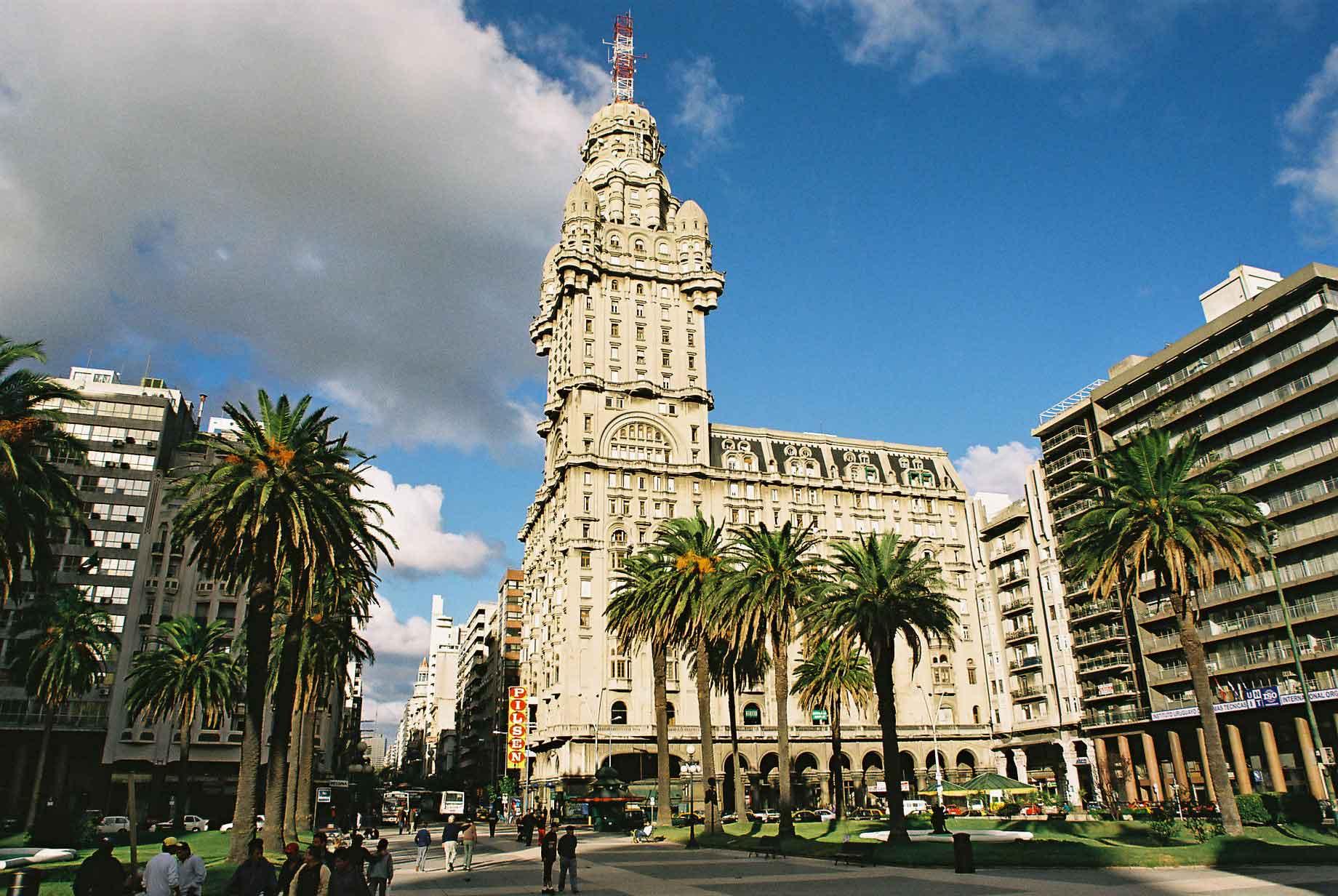 Seguro Viagem Internacional para Montevidéu: Palácio Salvo