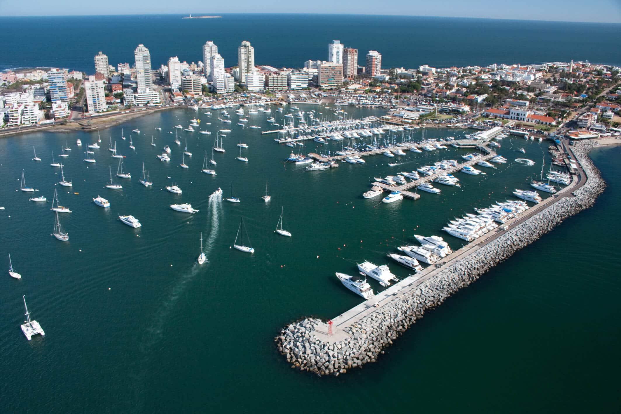 Seguro Viagem Internacional para Montevidéu: porto