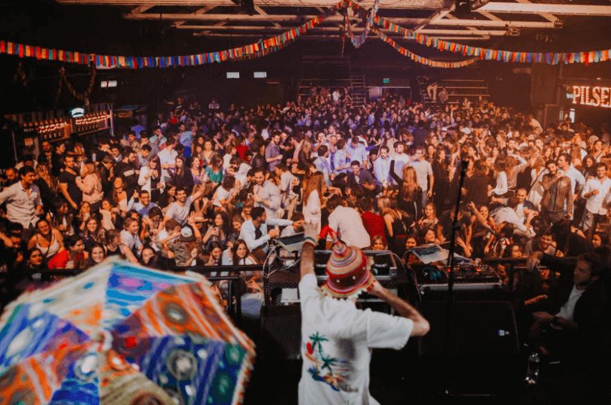 Baladas em Montevidéu: balada Después te Explico