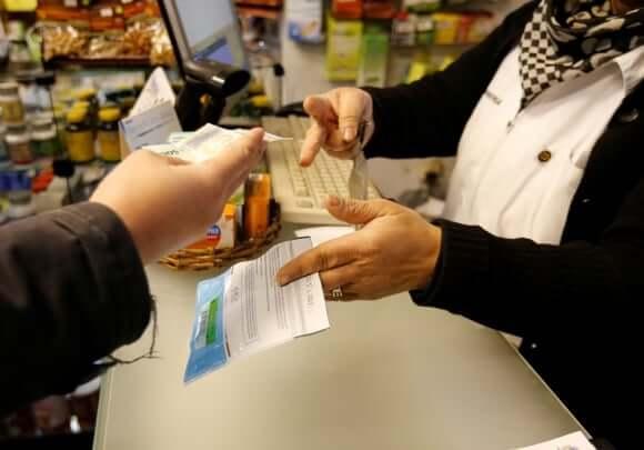 É melhor usar pesos uruguaios ou dólares no Uruguai: pagar conta