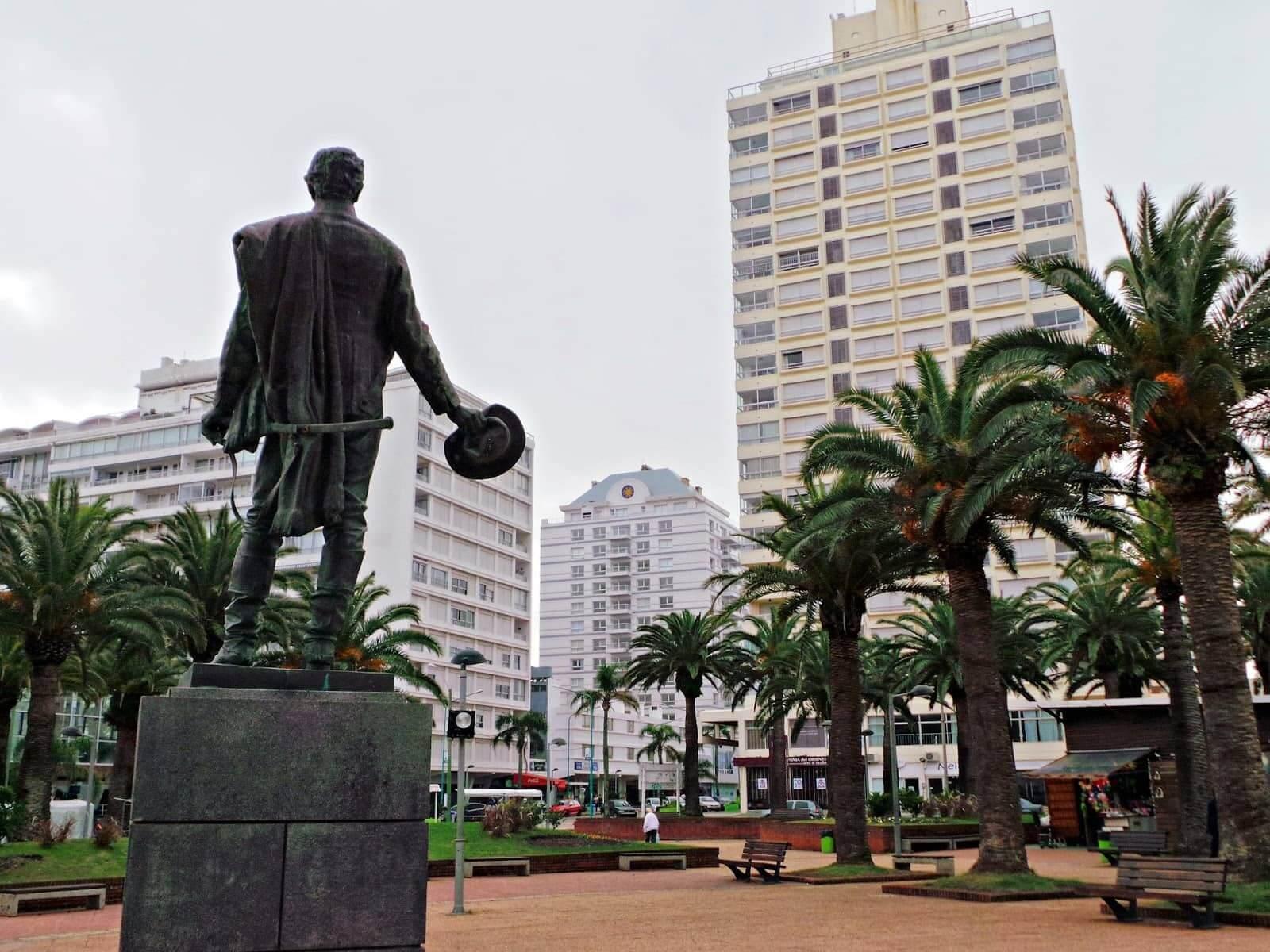 Roteiro de 5 dias no Uruguai: Plaza General Artigas em Punta del Este