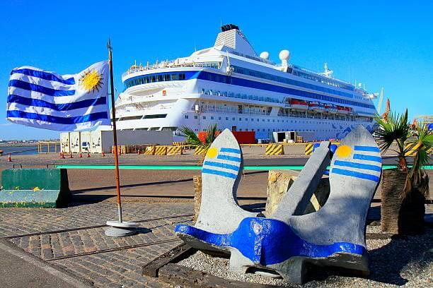 O que eu preciso para viajar ao Uruguai: viagem de navio