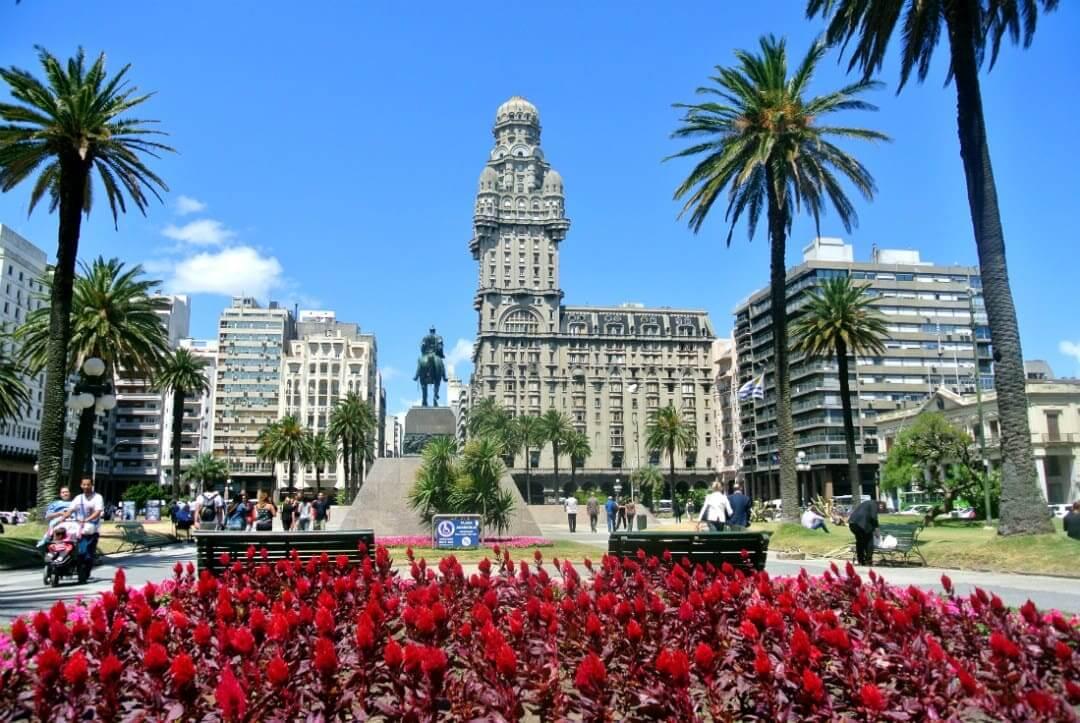 Lua de mel em Montevidéu: Plaza Independencia e Palacio Salvo